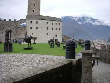 Il cortile di Castelgrande.